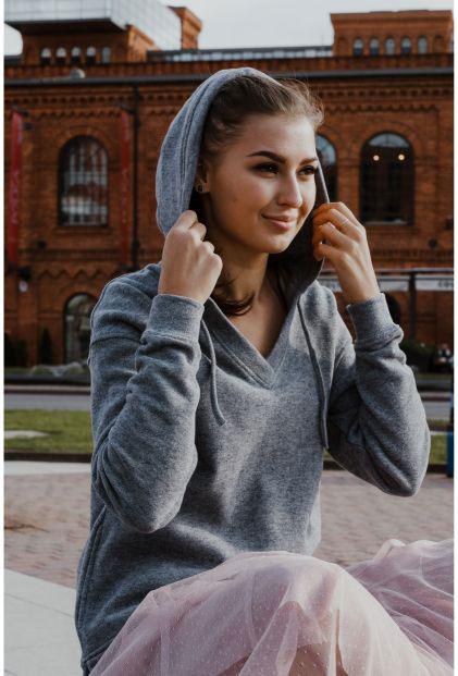 Długie swetry na jesień lub zimę – co wybrać?