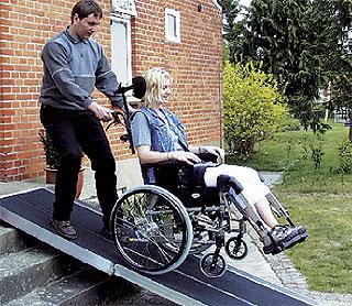 podjazd dla niepełnosprawnych